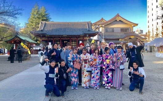 Wearing Kimono with a large number of group
